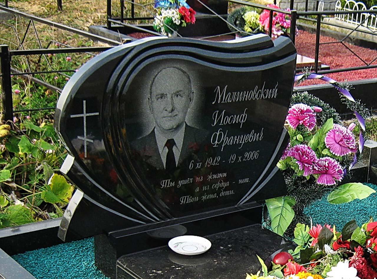 Памятник из цветного гранита Порхов памятник из цветного гранита Топки